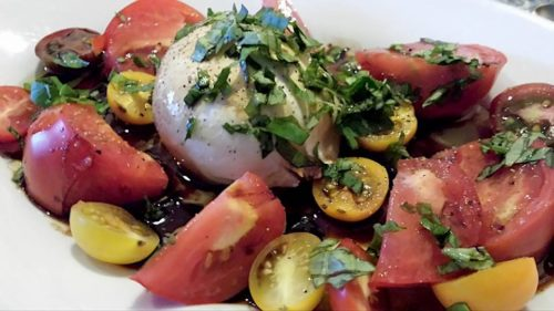 burrata with tomatoes salad