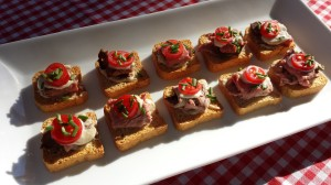 Roast Beef, Horseradish Sauce, Grape Tomato Slices, and Chopped Chives on Mini-toasts (Photo Credit: Adroit Ideals)