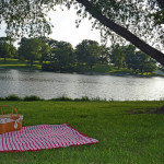 A picnic on the lake (Photo Credit: Flickr.com)