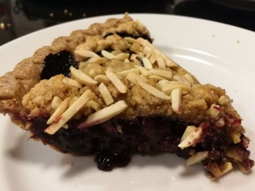 slice of blueberry crumble pie